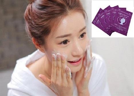 Rửa mặt thật sạch trước khi đắp mặt nạ collagen Moisture Beauty