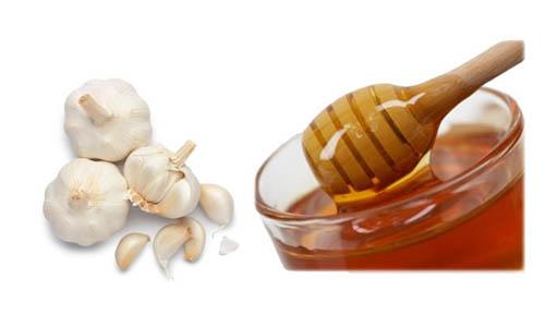Trị tàn nhang bằng tỏi với mật ong