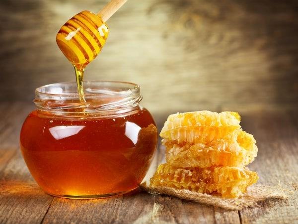 Cách trị mụn dưới cằm bằng mật ong và bột quế