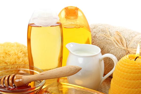 Cách làm trắng da bằng bột nghệ và mật ong nguyên chất