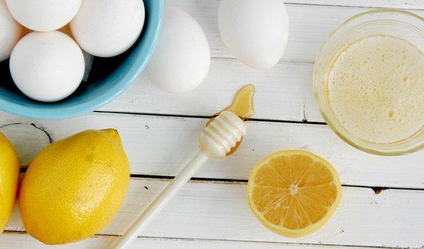 Trị tàn nhang sau sinh bằng nghệ với chanh và trứng gà
